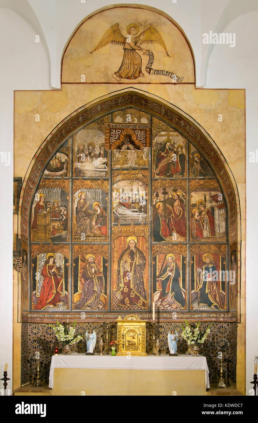 Pfarrkirche Santa Maria Magdalena - künstlerische Wandmalerei Altaraufsatz mit Szenen aus dem Leben der Heiligen Stockbild