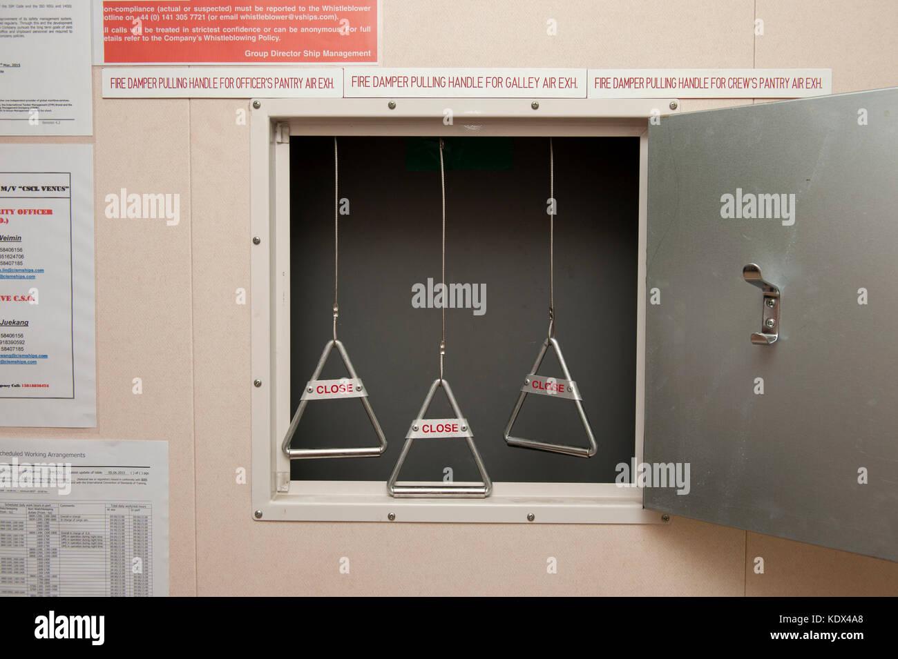 Not Kombüse Brandschutzklappen auf einem Containerschiff Stockbild