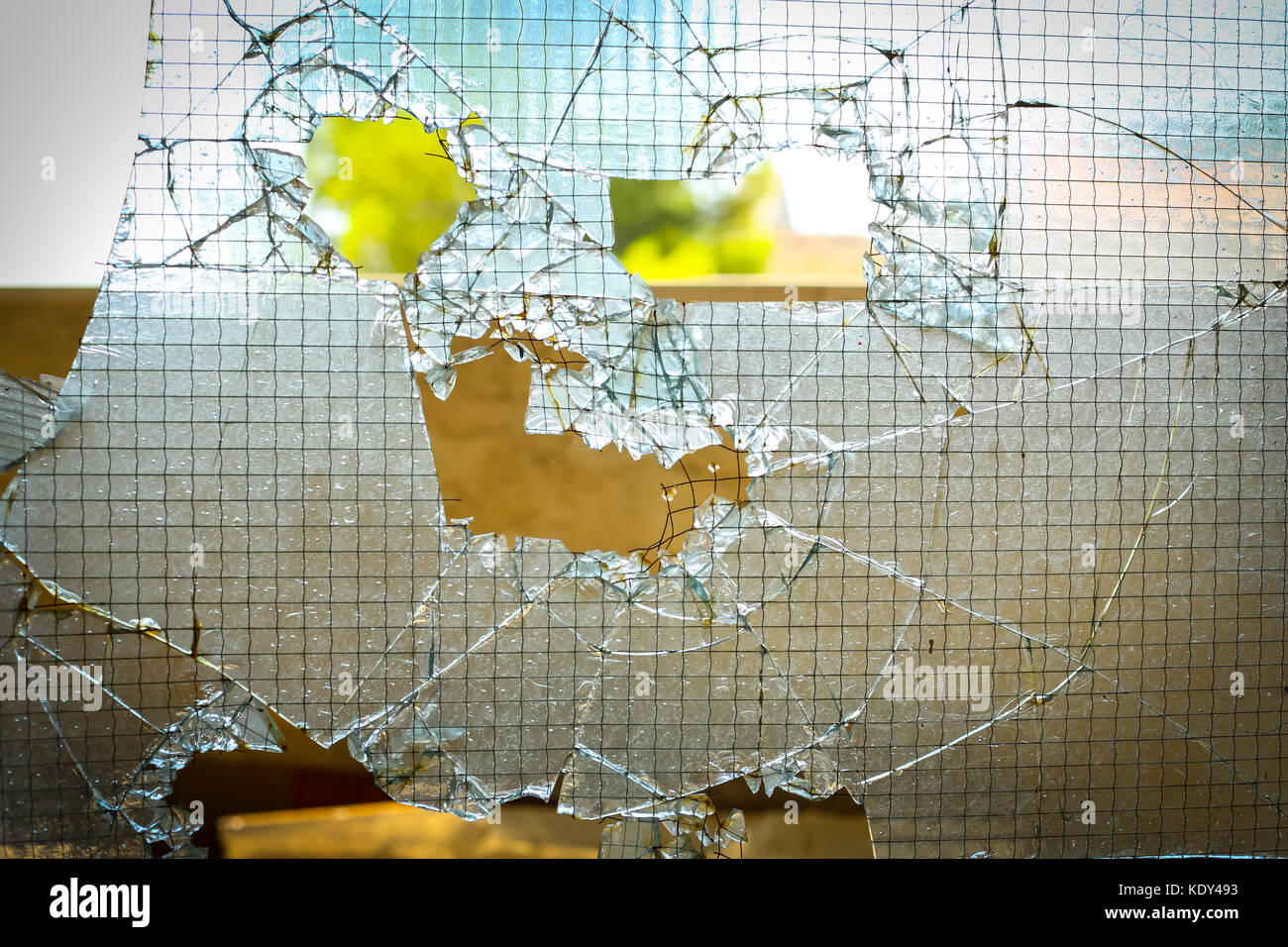 Broken Door Glass Stockfotos & Broken Door Glass Bilder - Alamy