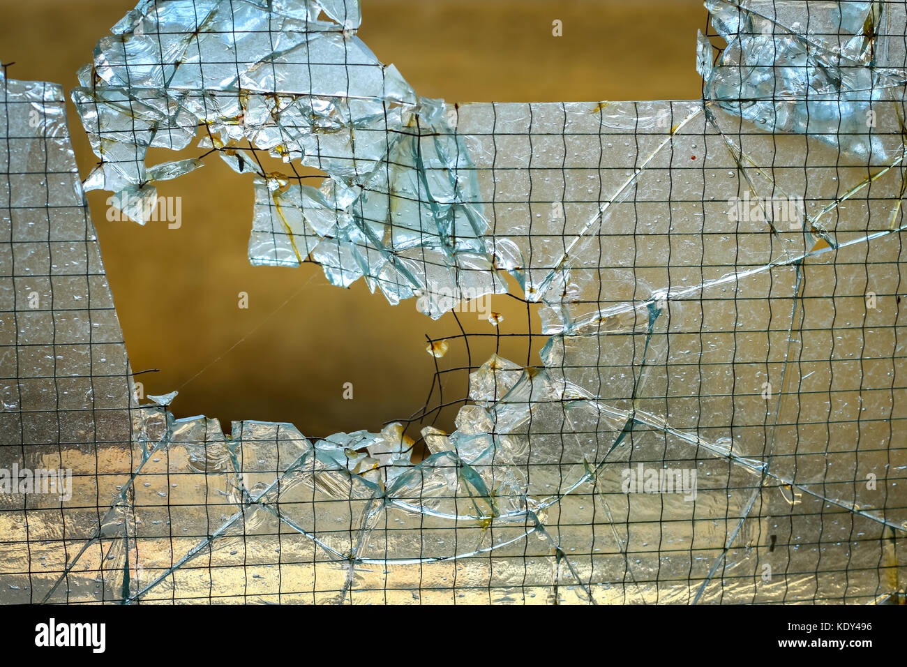 Broken Door Glass Stockfotos & Broken Door Glass Bilder - Alamy