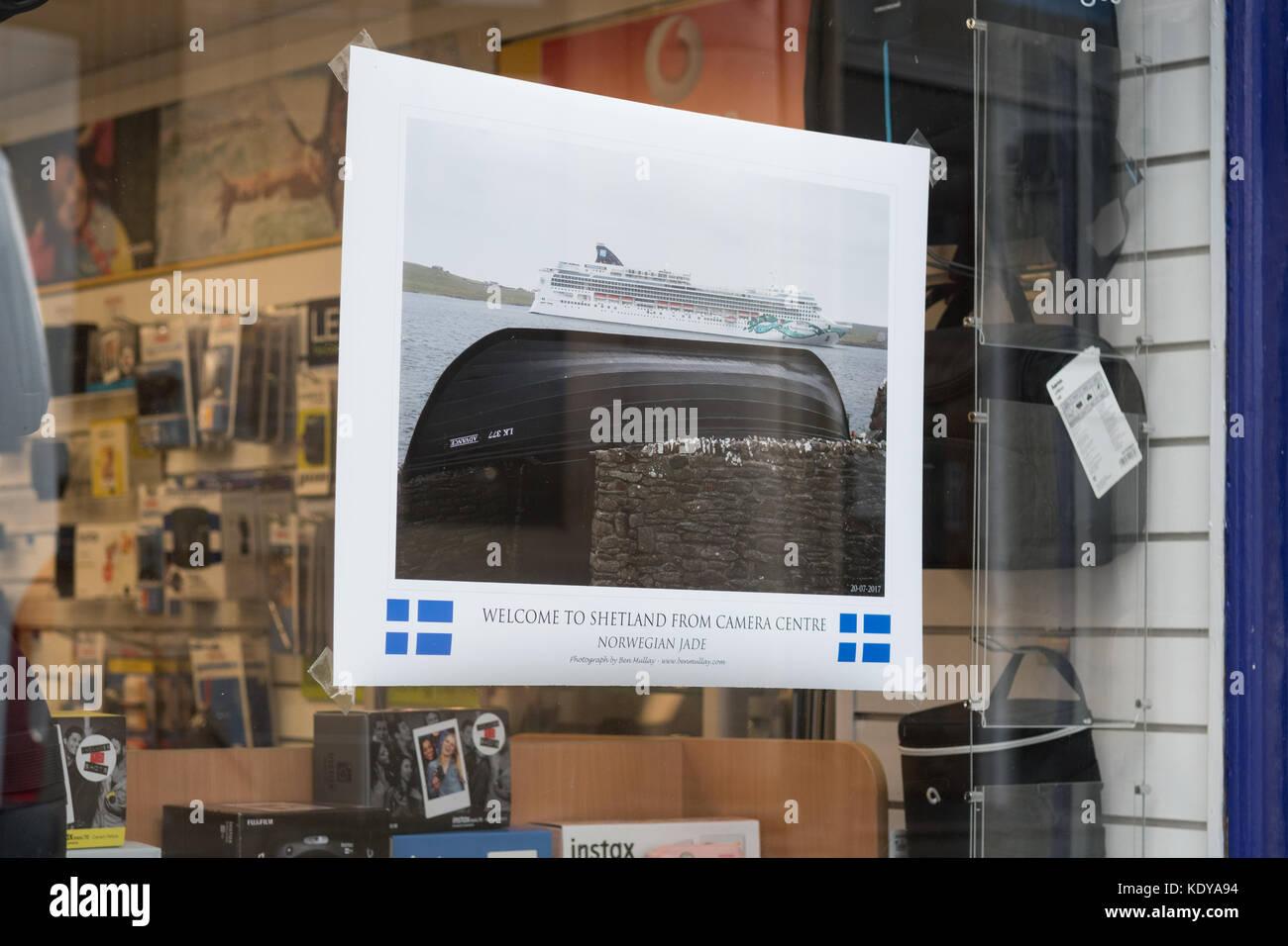 Lerwick tourismus-shop einladende Kreuzfahrtschiff Touristen zu Shetland, Lerwick, Shetlandinseln, Schottland, Großbritannien Stockbild