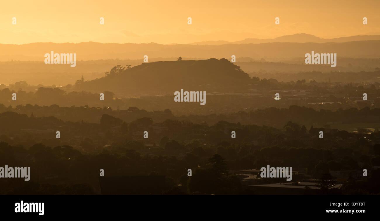 Morgens einen Blick auf Mount Saint John Domain von Mt Eden, Auckland, Neuseeland Stockbild