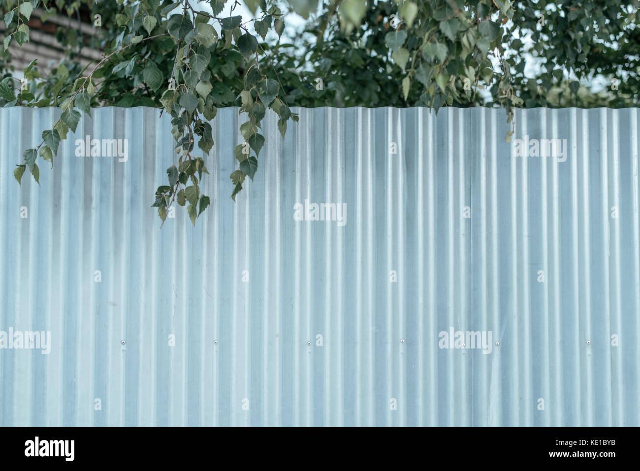 Silver Metal Fence Stockfotos & Silver Metal Fence Bilder - Alamy