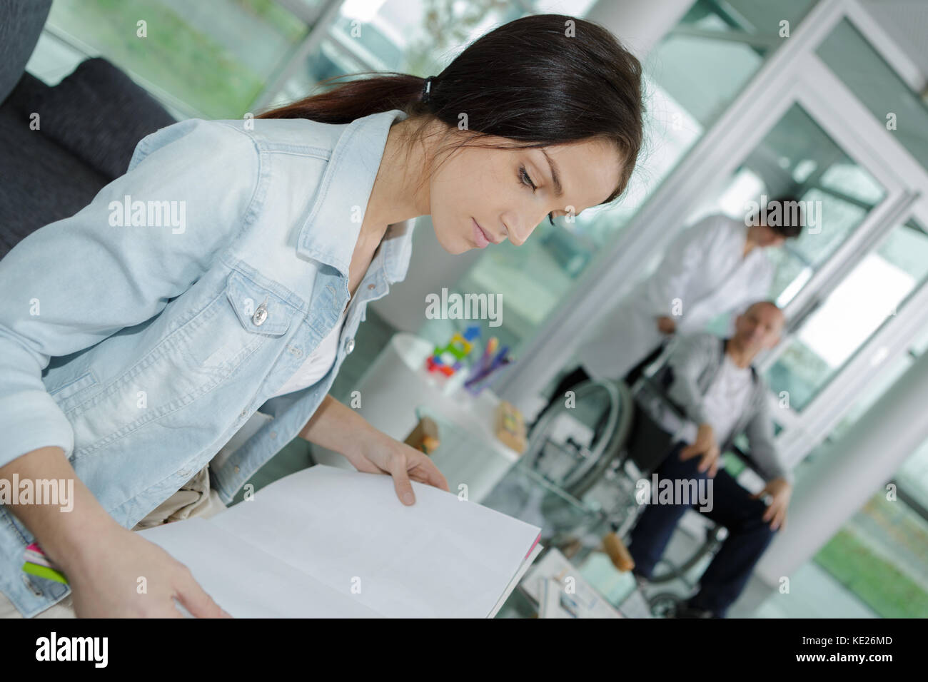 Receptionist Medical Clinic Patient Holding Stockfotos ...