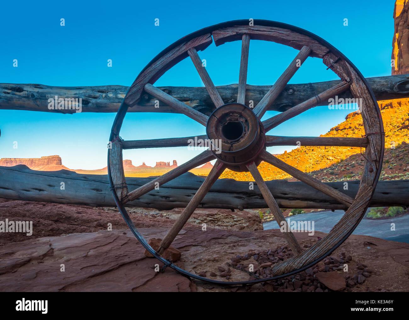 Monument Valley ist eine Region des Colorado Plateaus zeichnet sich durch ein Cluster von großen Sandstein Stockbild