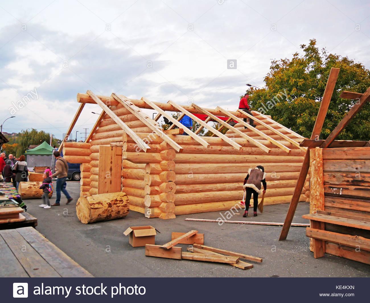 Kabine Gebäude in progress anmelden. Tischler montieren Holz Rahmen ...