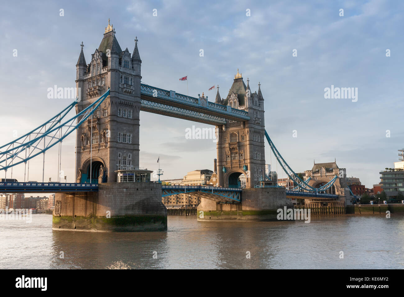 Tower Bridge am Morgen in London, England. Stockbild