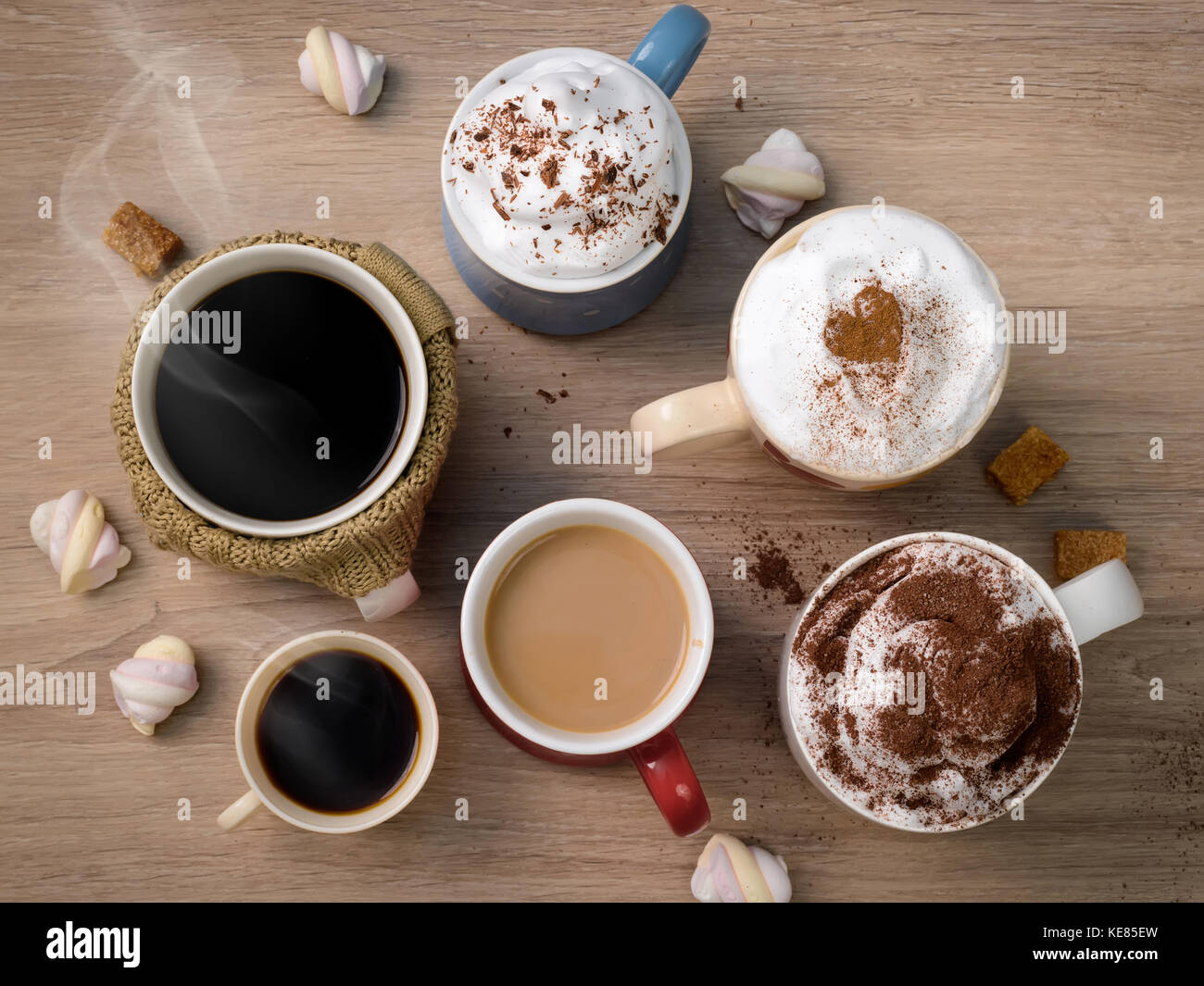 Tassen mit verschiedenen Arten von Kaffee Getränke wie Familie oder ...