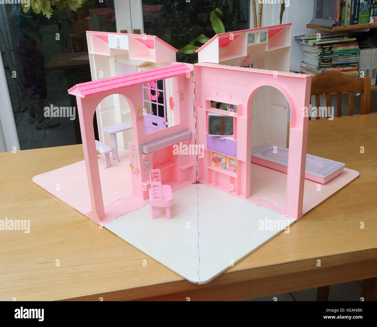 Jahrgang 1996 barbie Falten hübsches Haus, Esszimmer, Wohnzimmer und ...