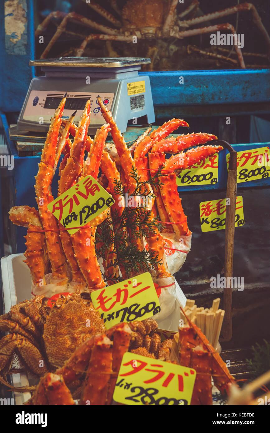 Frische Seespinne in Tsukiji Fischmarkt in Tokio Stockbild