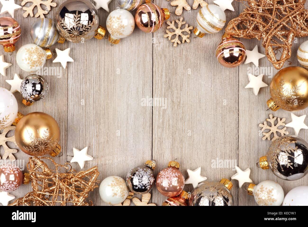 Weihnachten Rahmen mit weißen und goldenen Verzierungen auf eine ...