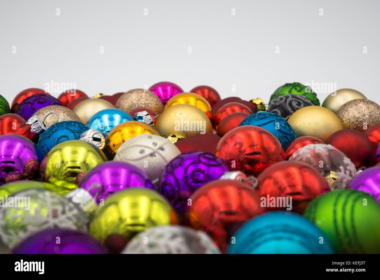 Weihnachtskugeln Rot Gold.Weihnachten Hintergrund Thema Bunten Weihnachtskugeln Rot Blau