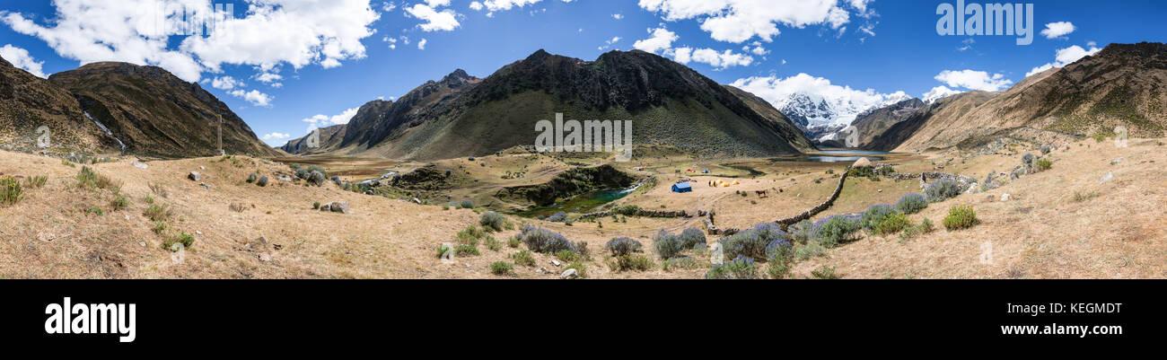 Campingplatz entlang Cordillera Huayhuash trek, Peru Stockbild