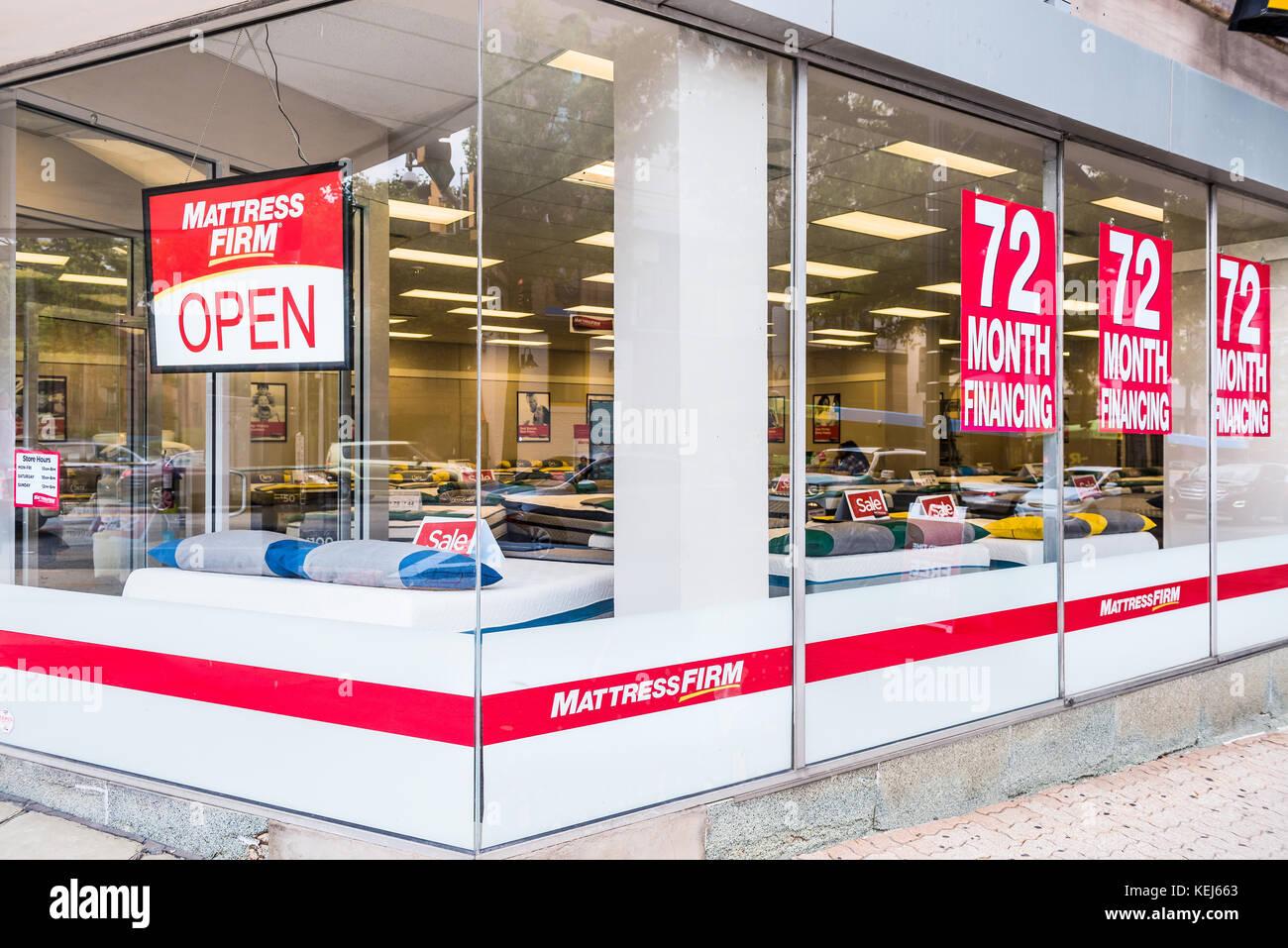 Silver Spring, USA - 16. September 2017: Matratze Firma Lagerverkauf Fassade und Zeichen mit Verkauf Finanzierung Stockbild