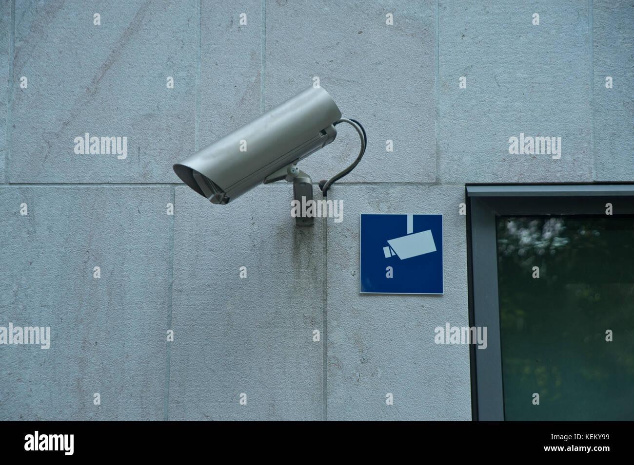 Symbolbild Videoüberwachung - Videoüberwachung mit Symbol Stockbild