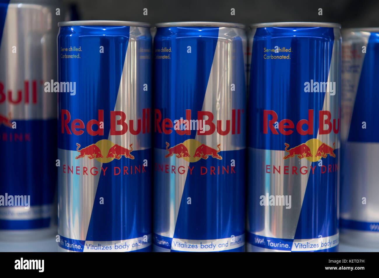 Red Bull Kühlschrank Dose Neu Kaufen : Cans red bull stockfotos cans red bull bilder alamy