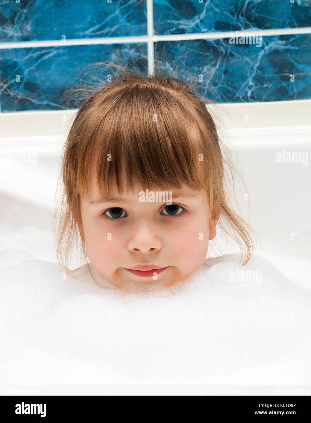 Mädchen Badewanne