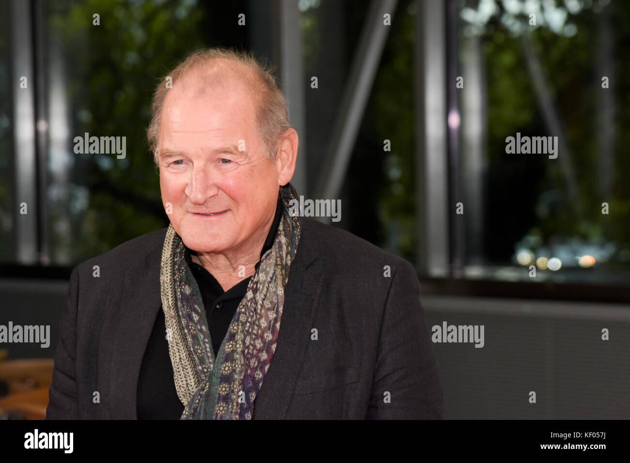 Frankfurt am Main, Deutschland. 10 Okt, 2017. Burghart Klaussner (* 1949), deutscher Schauspieler, Synchronsprecher Stockbild