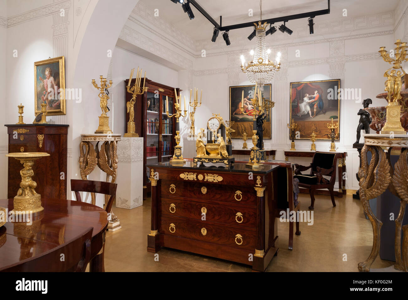 antiquit tengesch ft mit empire stil m bel stockfoto bild 164125772 alamy. Black Bedroom Furniture Sets. Home Design Ideas