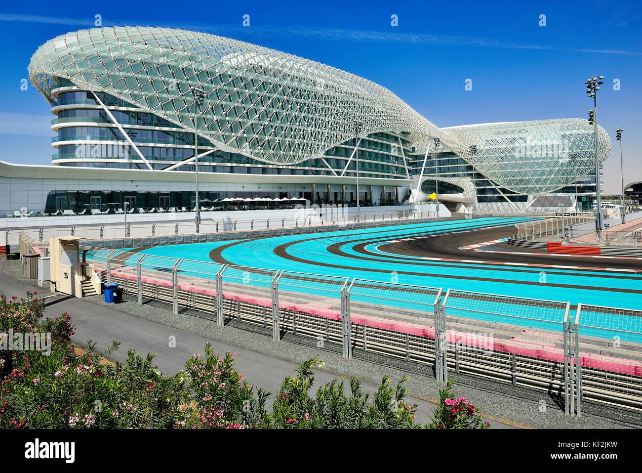 Yas Marina Circuit Formel 1 Schaltung, hinten Yas Marina Hotel, Yas Island, Abu Dhabi, Vereinigte Arabische Emirate Stockbild