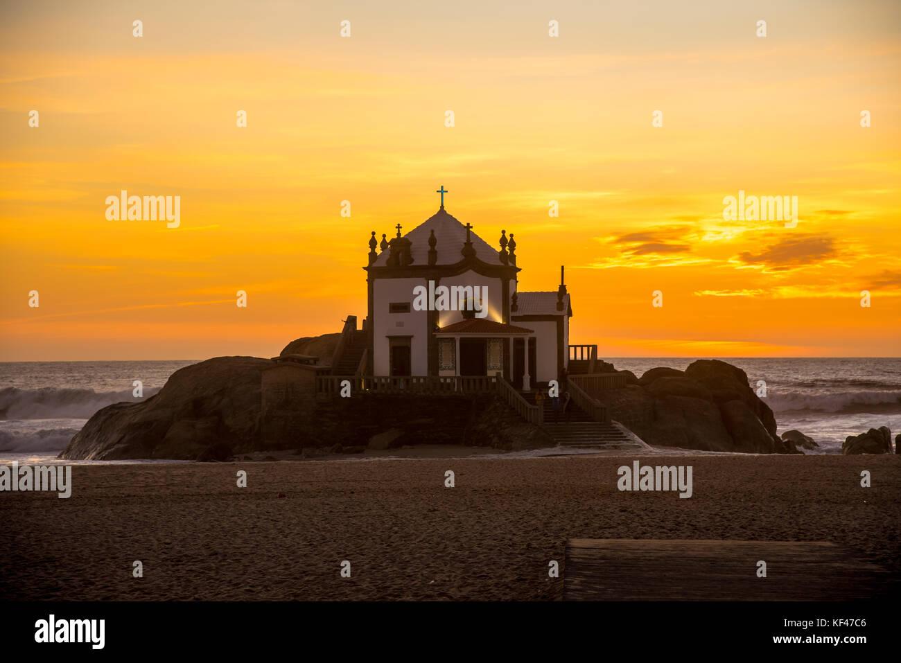 Der Sonnenuntergang ist eine wunderbare Gelegenheit für uns zu schätzen all die großen Dinge, die Stockbild