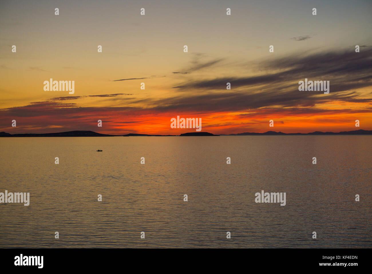 Sonnenuntergang über dem Ägäischen Meer, Insel Naxos, Kykladen, Ägäis, Griechenland Stockbild