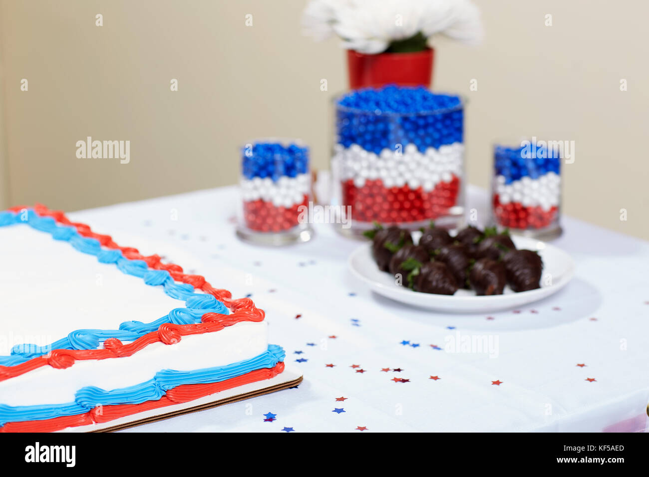 British National Flag Celebration Cake Stockfotos & British National ...
