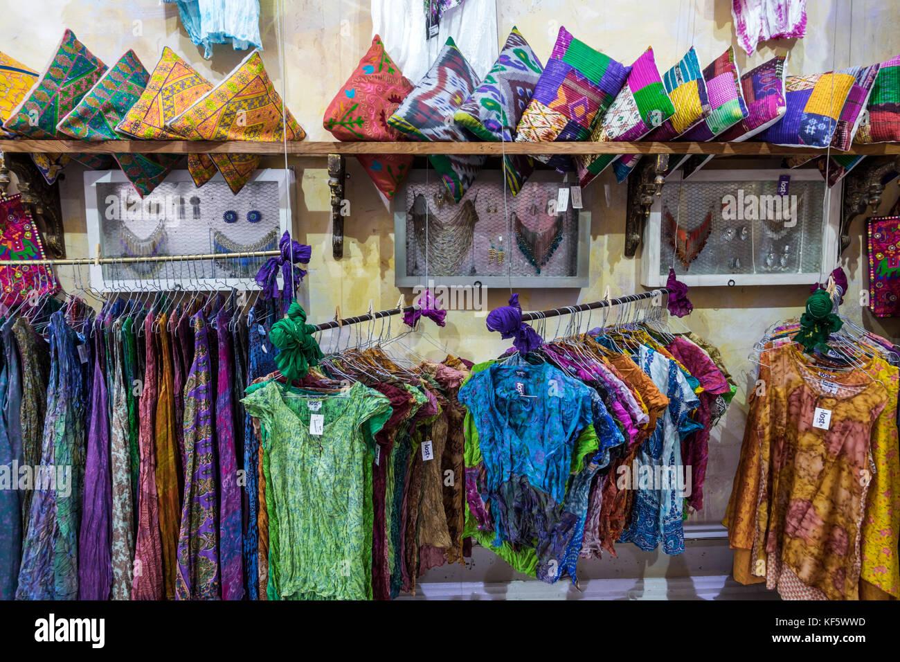 Portugal Lissabon Bairro Alto Historisches Viertel Lost In India Boutique Shopping Shopper Shopper Shop Shops Markt Markte Markt Kauf Verkaufen Stockfotografie Alamy