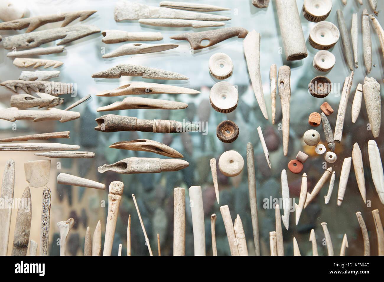 Usa, Alaska, Homer, handgefertigte Werkzeuge aus Geweih und Knochen geschnitzt Stockbild