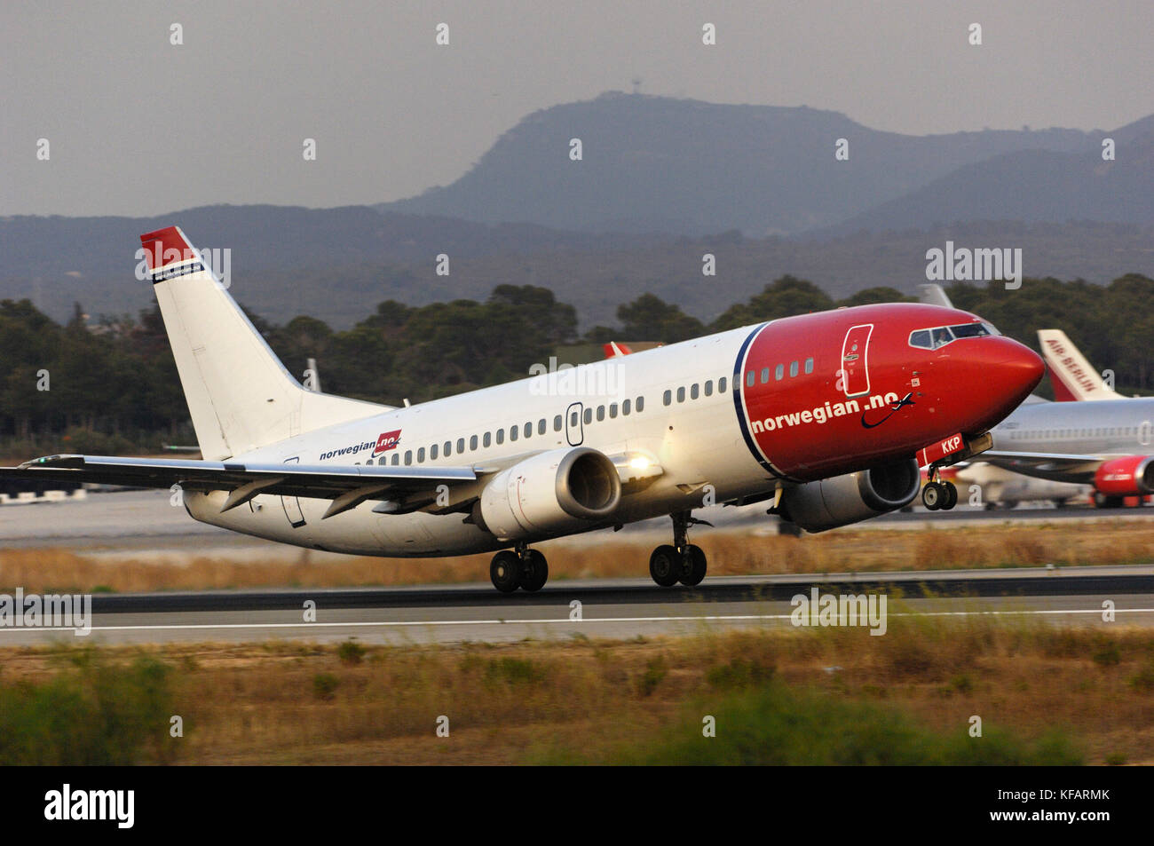 Norwegian Air Shuttle Boeing 737-300, die von Palma International Stockbild