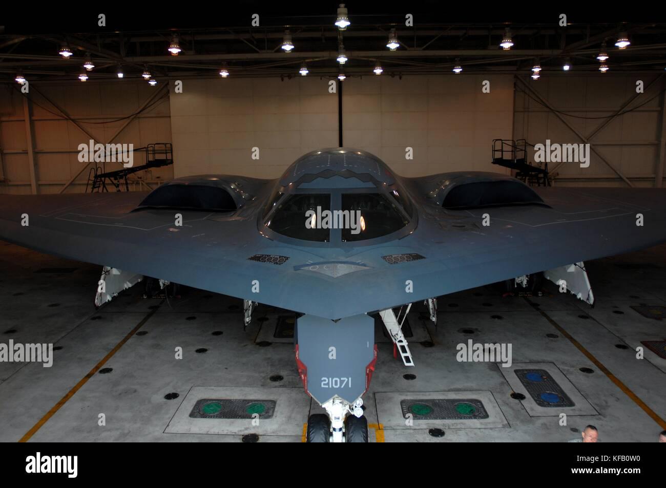 Ein US Air Force b-2 Spirit Stealth bomber Flugzeug in eine Halterung sitzt am whiteman Air Force Base, 30. Oktober Stockbild