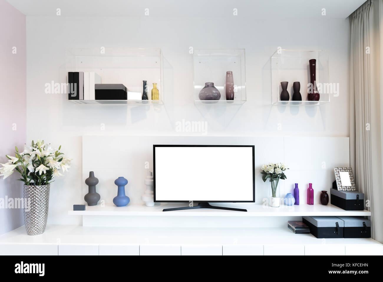 Tv und Regal im Wohnzimmer Modern. Holzmöbel in Weiß mit ...