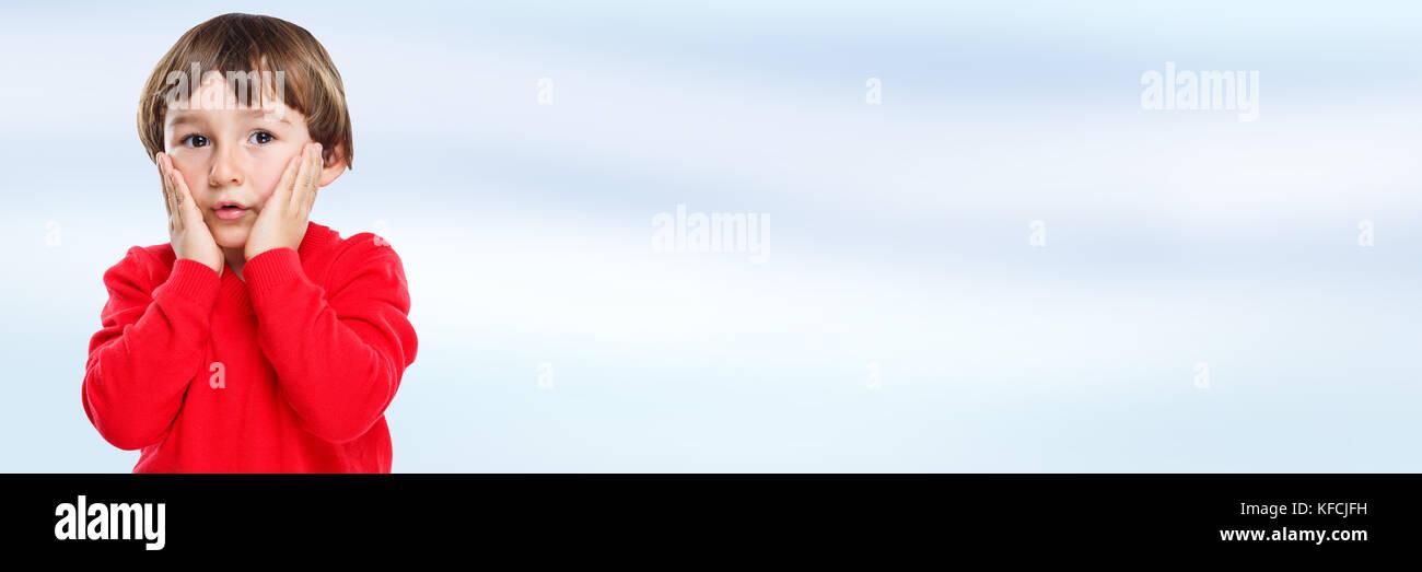 Kind Junge Angst Trauer Angst Angst Angst Emotion Banner kopieren Space copyspace Stockbild