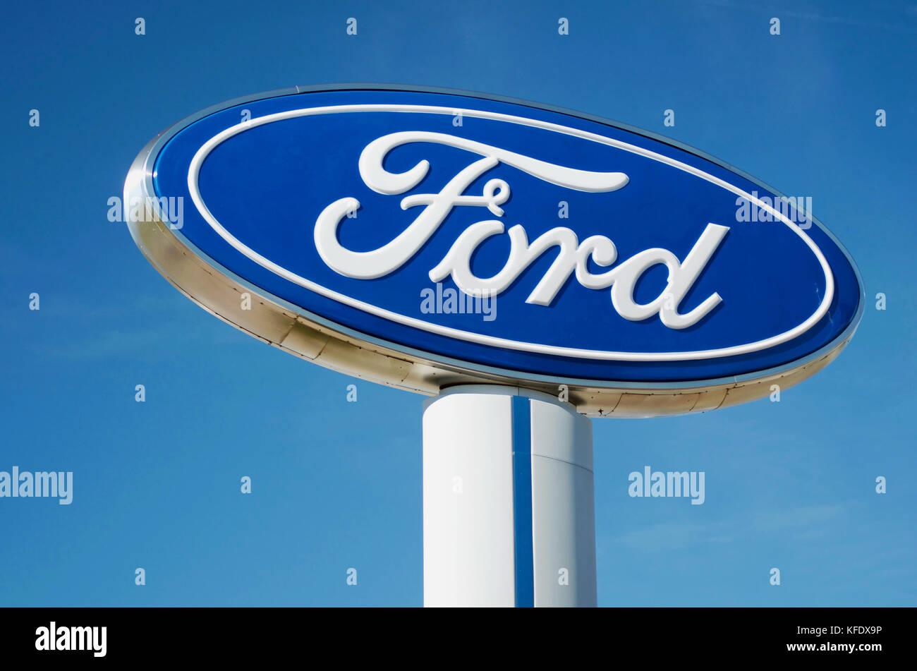 Ford Motor Company Zeichen bei einem Händler Stockbild