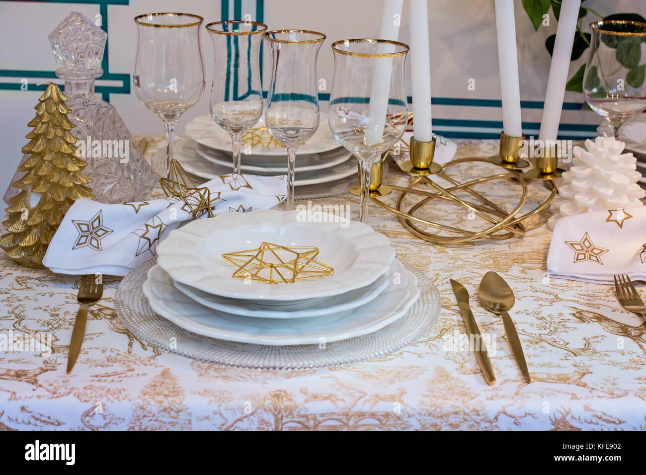 Elegante Tischdekoration Fur Weihnachten Gold Und Weiss Dekoration