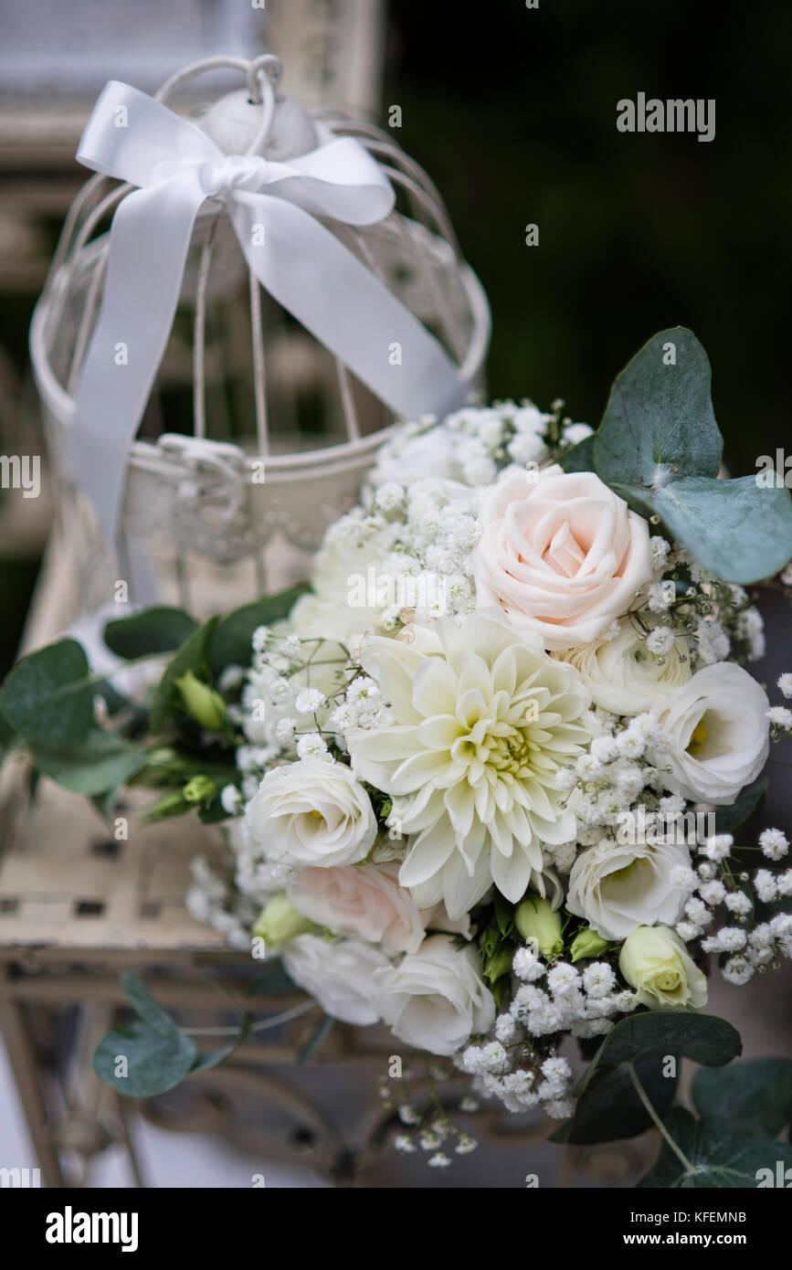Dekoration Fur Hochzeit Blumenstrauss Und Schuster Aus Metall