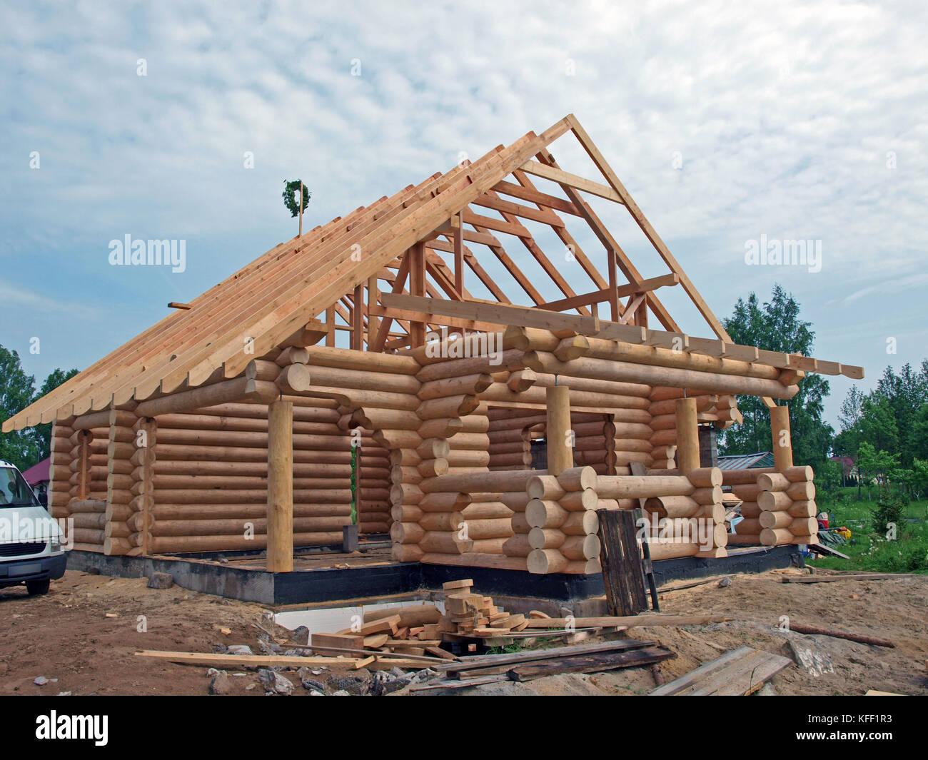 Holzhaus Aus Rundholz, Im Bau Stockbild