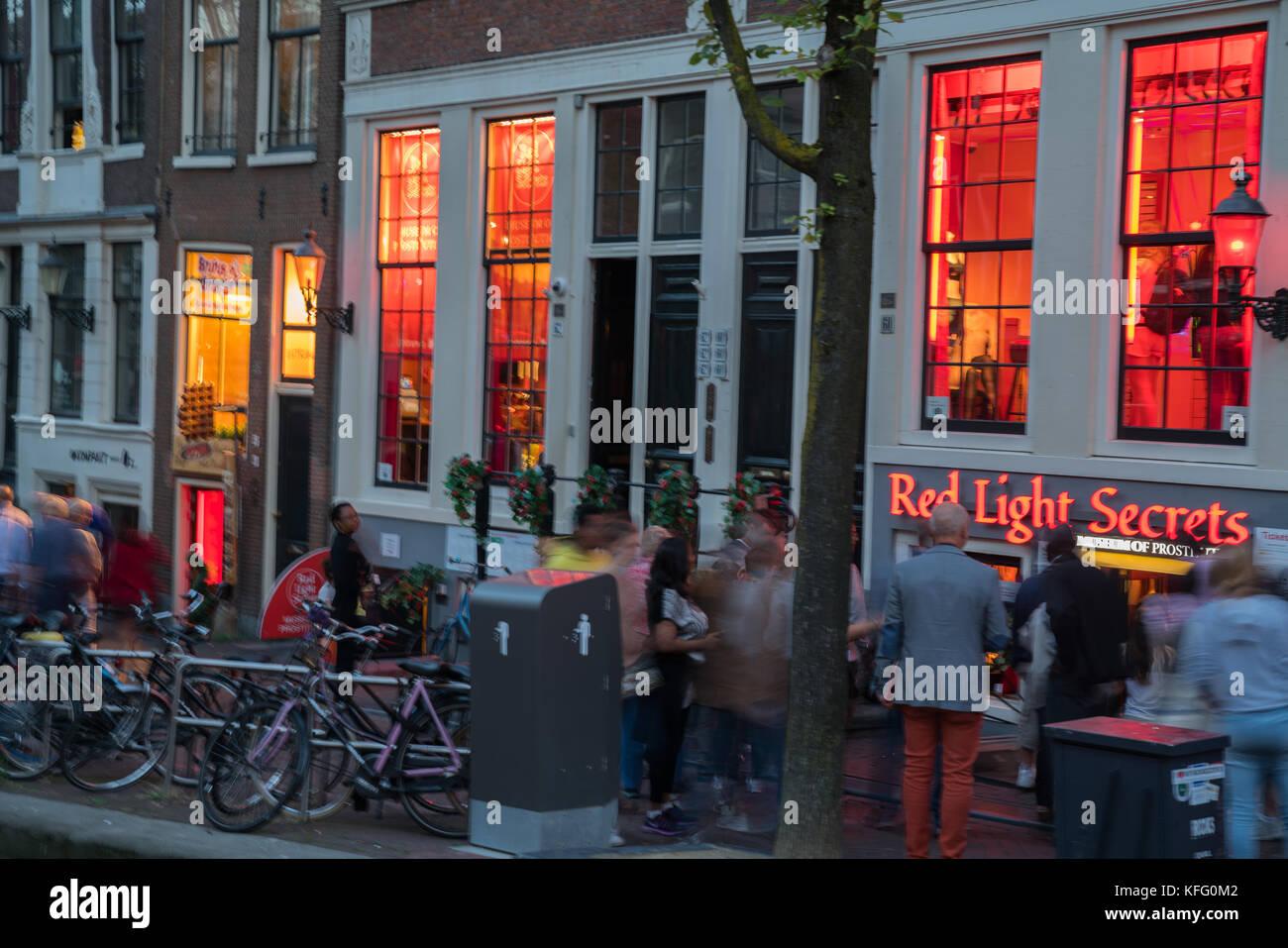 Licht Tour Amsterdam : Amsterdam holland august leute und nachtlichter canal