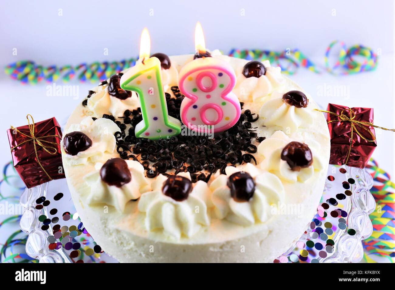 Ein Bild Von Einem Geburtstagskuchen Mit Kerze 18 Stockfoto Bild