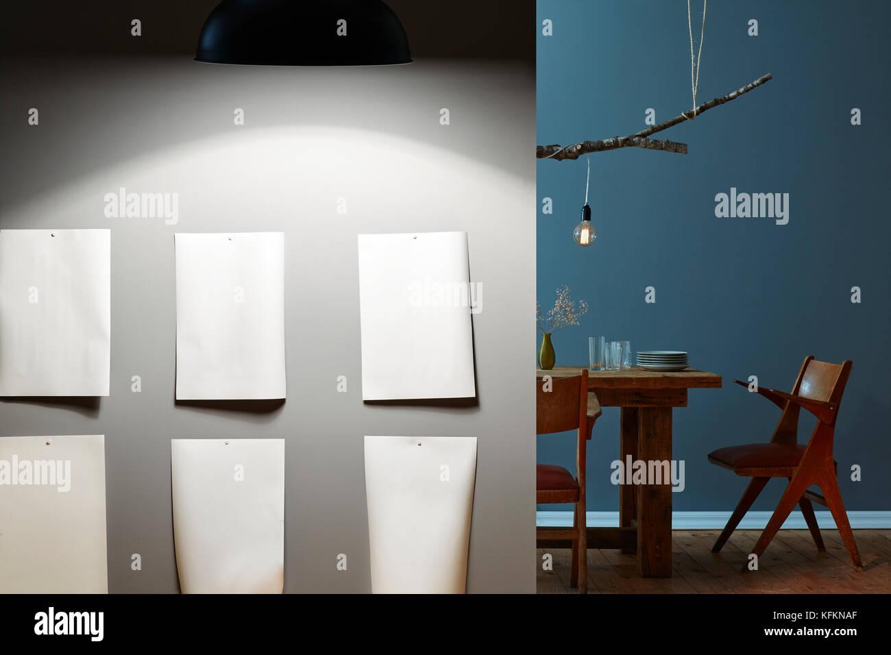 Hochwertig Moderne Galerie Auf Graue Wand Lichtkonzepte Tabelle Im Hintergrund