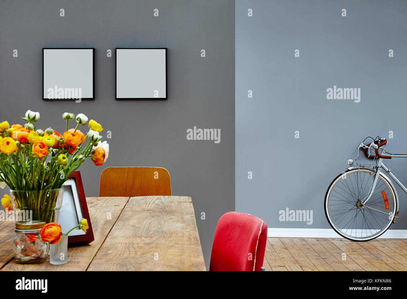 Esszimmer Vintage | Wohn Und Esszimmer Vintage Innere Tabelle Und Bike Stockfoto Bild