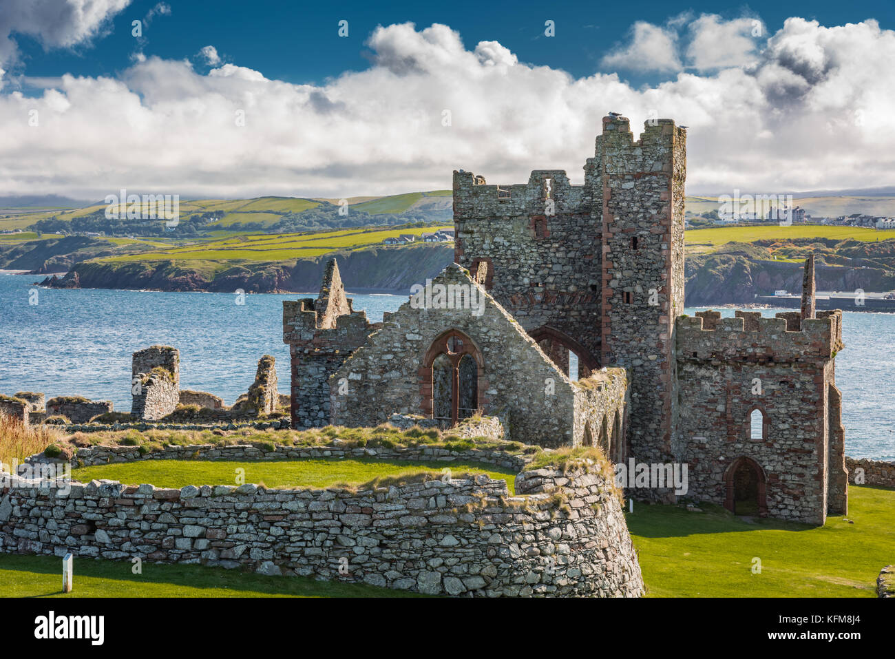 Peel Castle, halbmondförmigen Batterie und St Deutsche, der Kathedrale St. Patrick's Isle, Insel Man. Stockbild