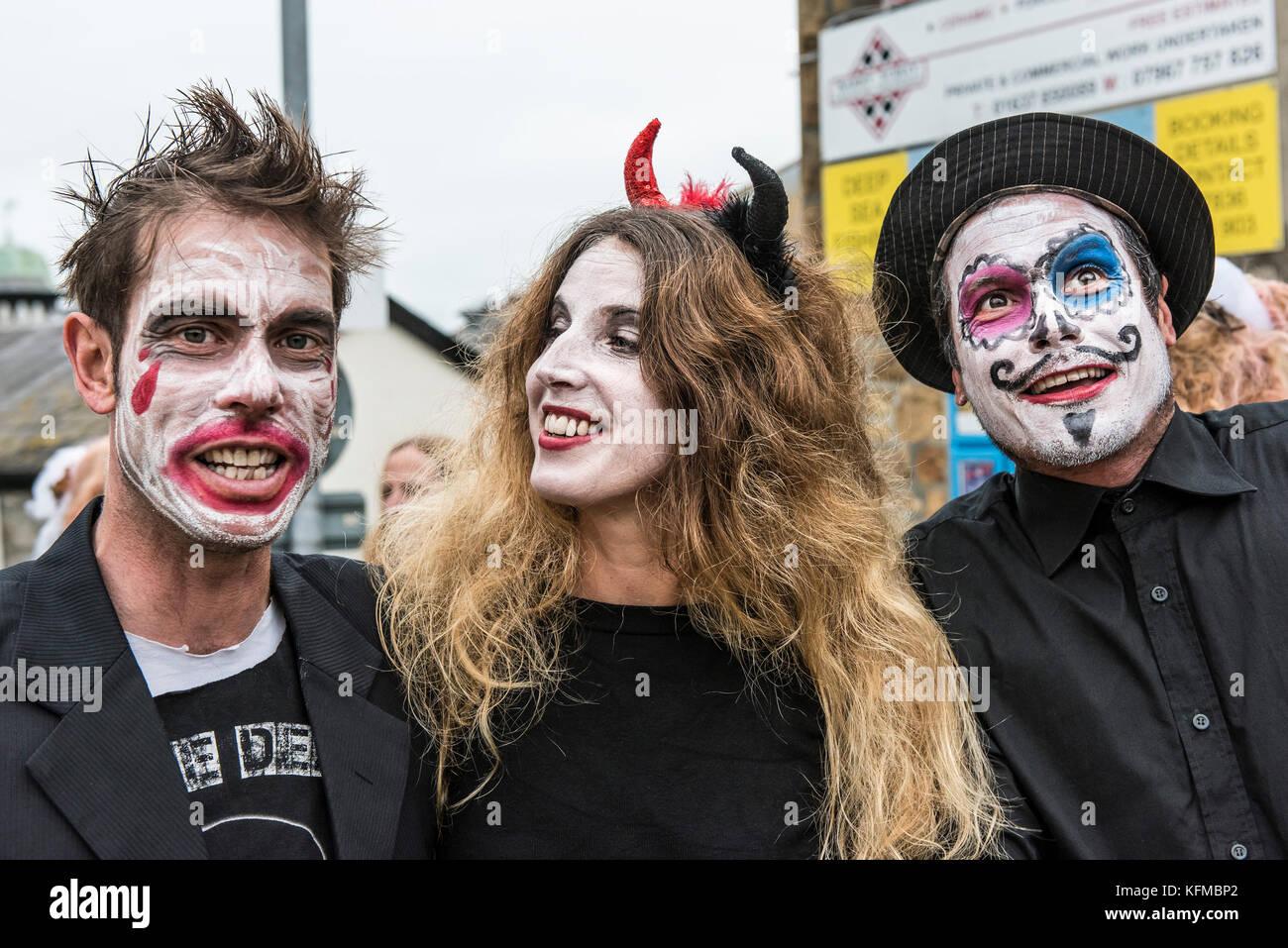 Zombies - drei Zombies Freunde in der jährlichen Zombie kriechen in Newquay, Cornwall. Stockbild
