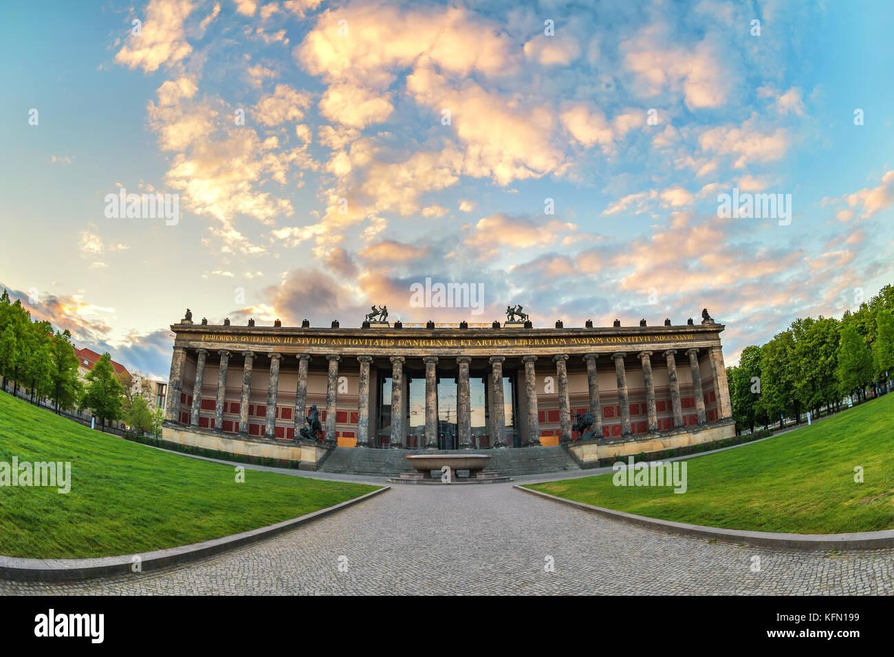 Berlin Sonnenuntergang Skyline der Stadt an der Museumsinsel, Berlin, Deutschland Stockbild