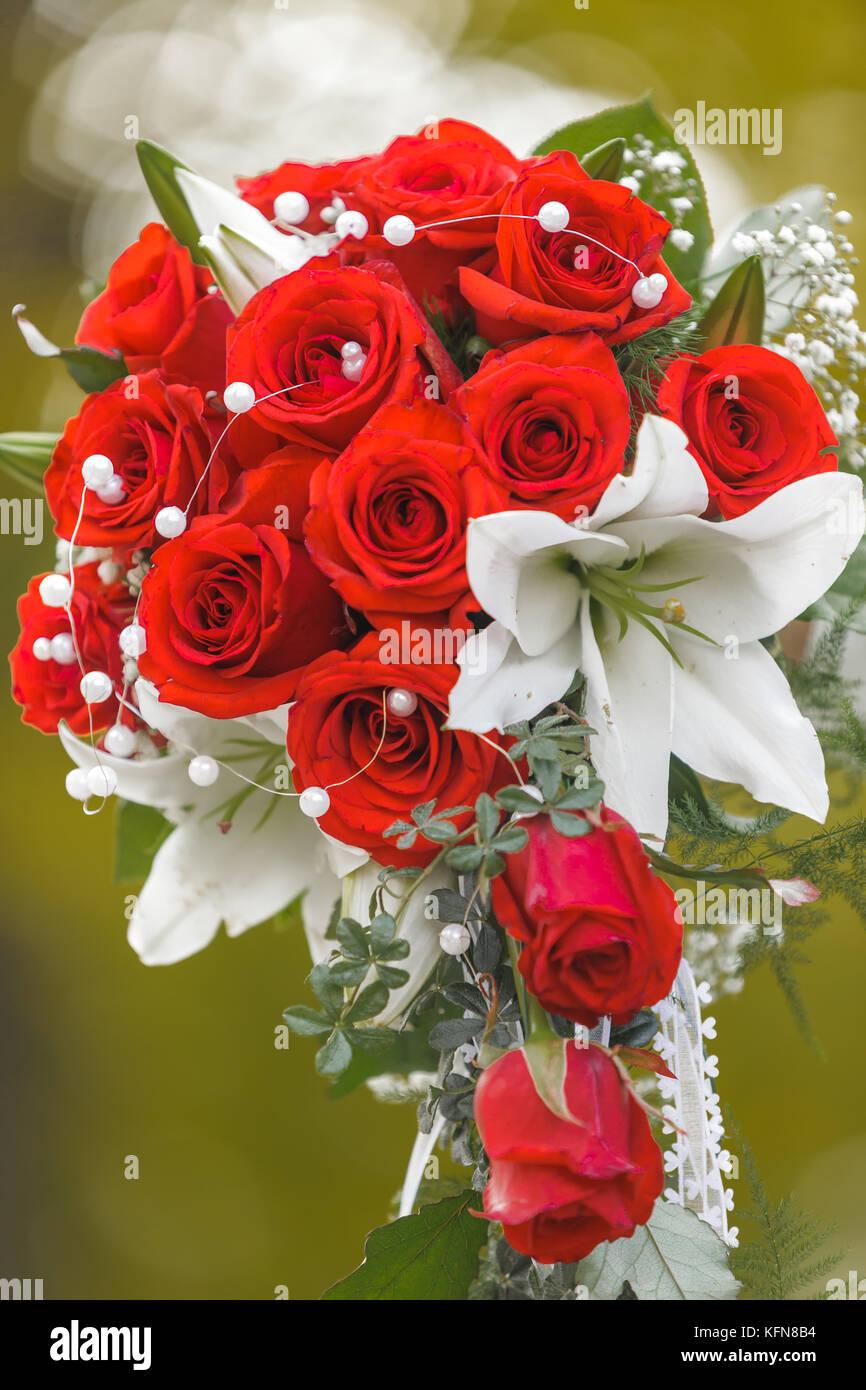 Brautstrauss Mit Roten Rosen Stockfoto Bild 164580728 Alamy