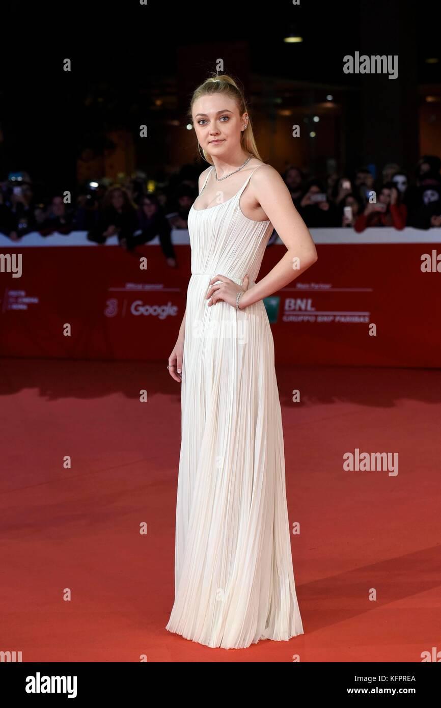 """Rom, Italien. 31 Okt, 2017. Schauspielerin Dakota Fanning der rote Teppich der Film """"Bitte warten"""" im Stockbild"""