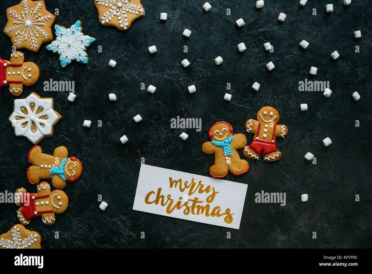 Weihnachten Lebkuchen, Marshmallows und Grußkarte Stockfoto