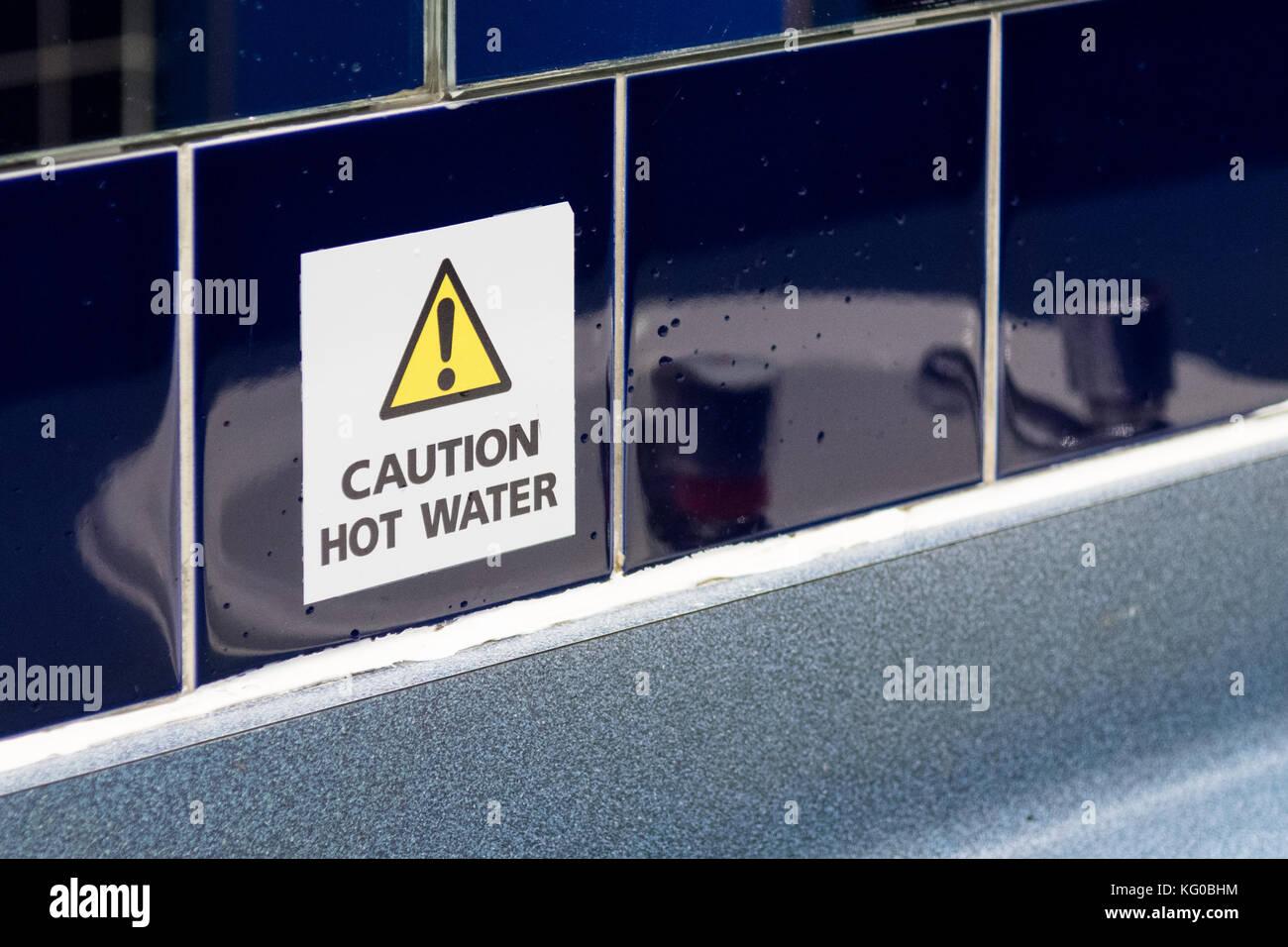 Vorsicht heiss Wasser Zeichen Stockbild