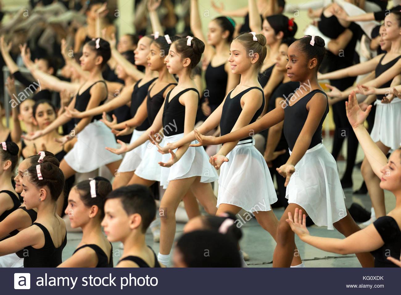 Jugendliche Taenzer bei der Sonde in der Nationalen Balletschule, Havanna, Kuba Engl.: Kuba, Havanna, Nationalen Stockbild