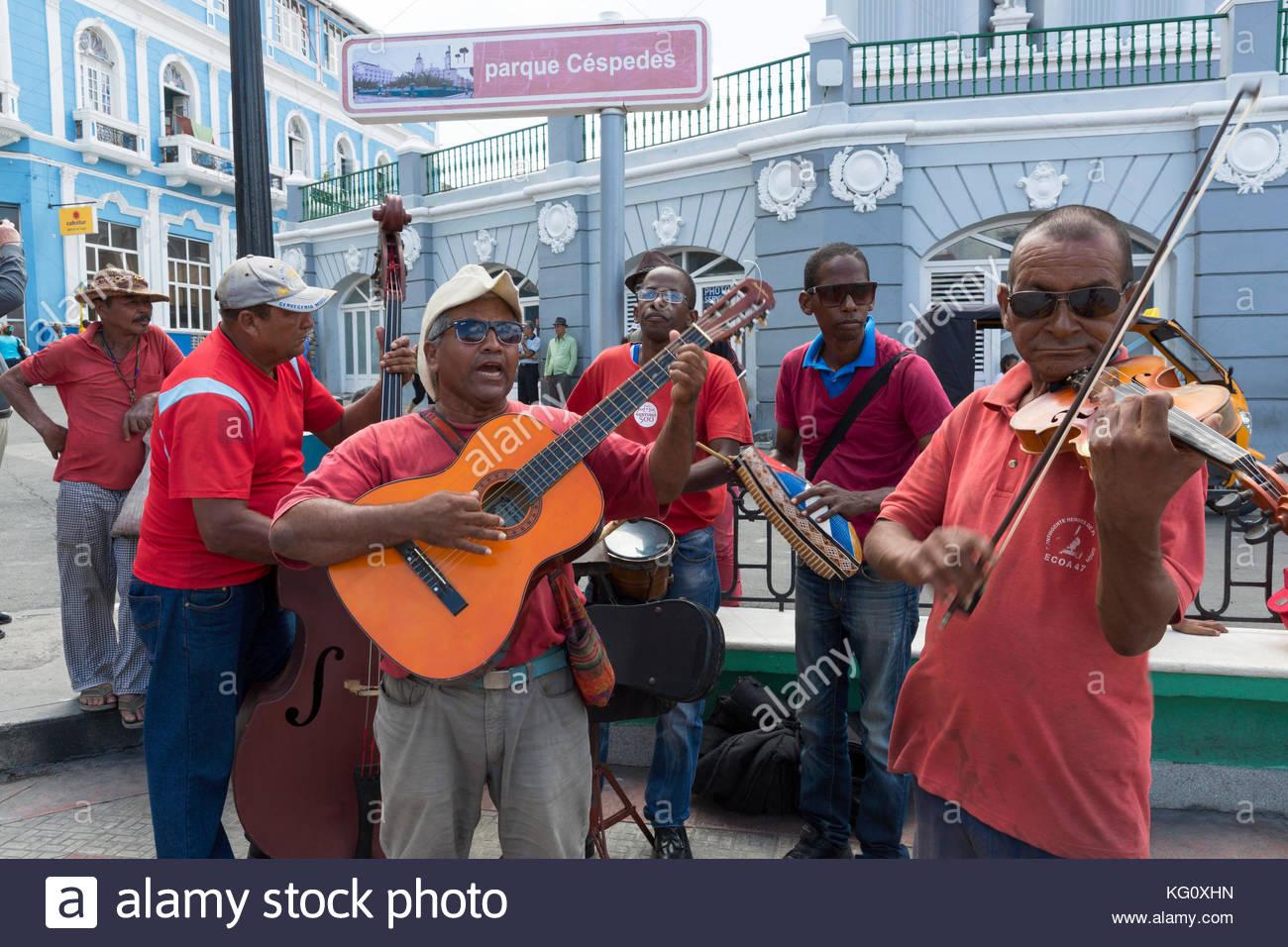Musiker im Stadttzentrum, Santiago de Cuba, Kuba Engl.: Kuba, Santiago de Cuba, Musiker, kubanische Musik Stockbild